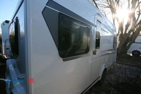 Knaus Sport 450 FU Silver Selection Bugfenster
