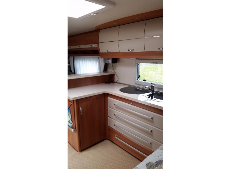 hobby excellent 560 cfe als pickup camper bei. Black Bedroom Furniture Sets. Home Design Ideas