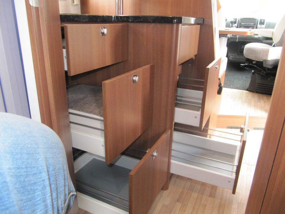 lmc breezer lift h 607 als teilintegrierter in m lheim an der ruhr bei. Black Bedroom Furniture Sets. Home Design Ideas