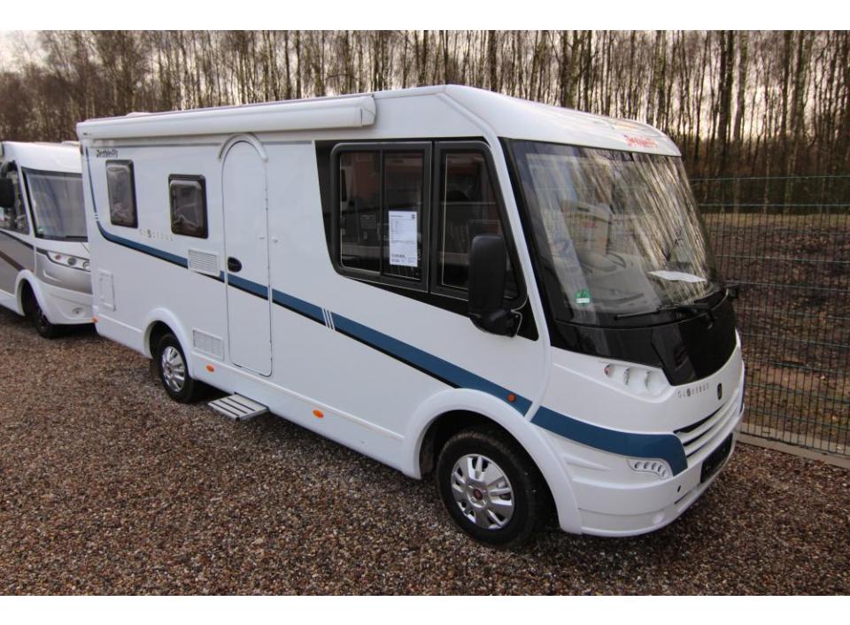 dethleffs globebus i 2 als integrierter in kayhude bei. Black Bedroom Furniture Sets. Home Design Ideas