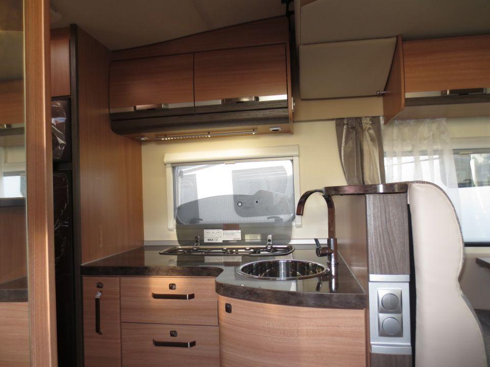 knaus sky wave 700 meg als teilintegrierter in wietmarschen lohne bei. Black Bedroom Furniture Sets. Home Design Ideas