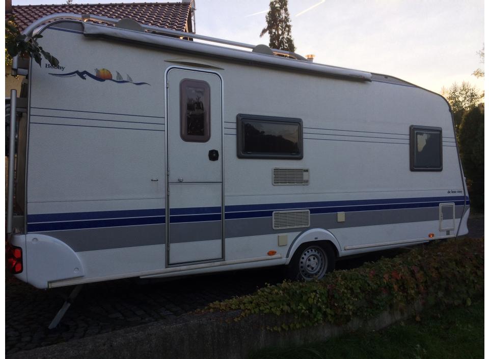 Absturzsicherung Etagenbett Wohnwagen : Hobby de luxe easy 500 kmfe als pickup camper bei caraworld.de