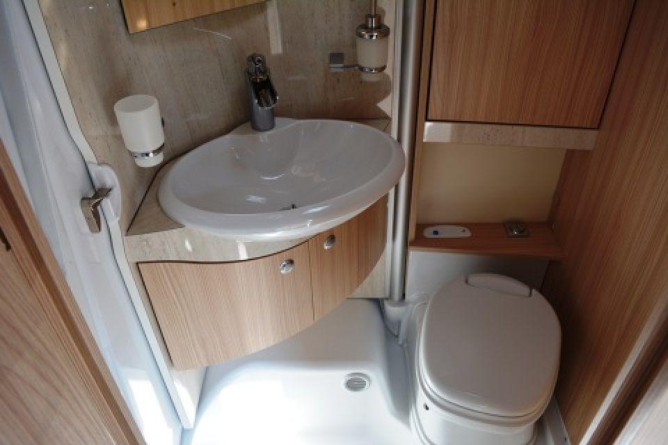 b rstner travel van t 690 g als teilintegrierter in stockach bei. Black Bedroom Furniture Sets. Home Design Ideas
