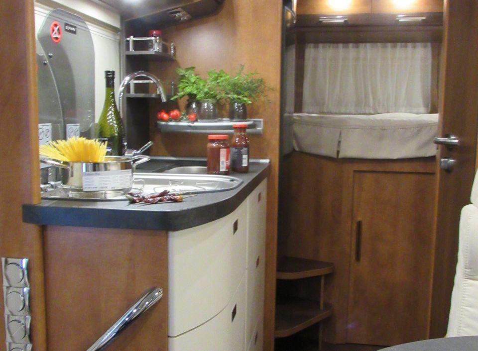 carthago c compactline i 138 light als integrierter in aldenhoven bei. Black Bedroom Furniture Sets. Home Design Ideas