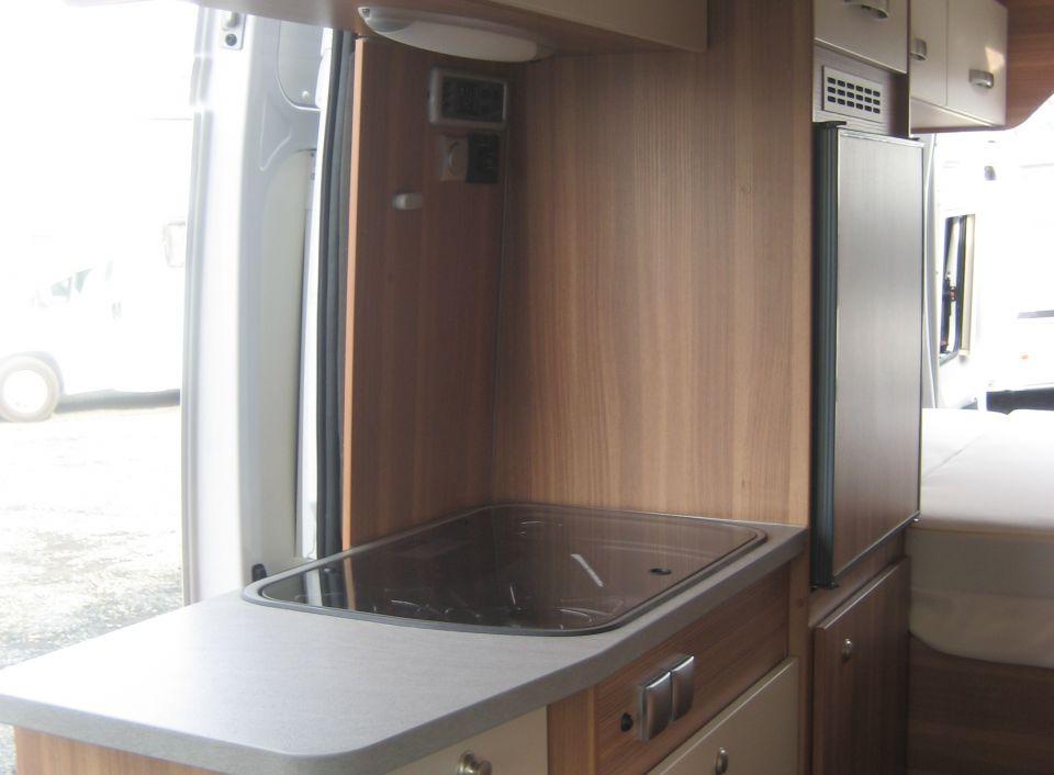 weinsberg carabus 601 mq als kastenwagen in ederm nde. Black Bedroom Furniture Sets. Home Design Ideas