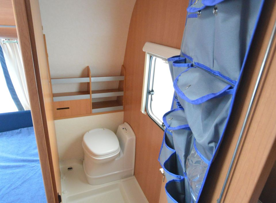 eifelland holiday 560 tkm als pickup camper in bissendorf. Black Bedroom Furniture Sets. Home Design Ideas