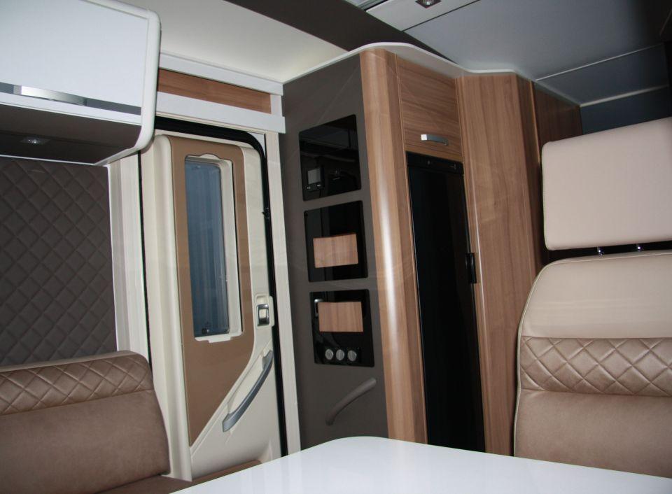 adria coral supreme 670 sl als teilintegrierter in. Black Bedroom Furniture Sets. Home Design Ideas