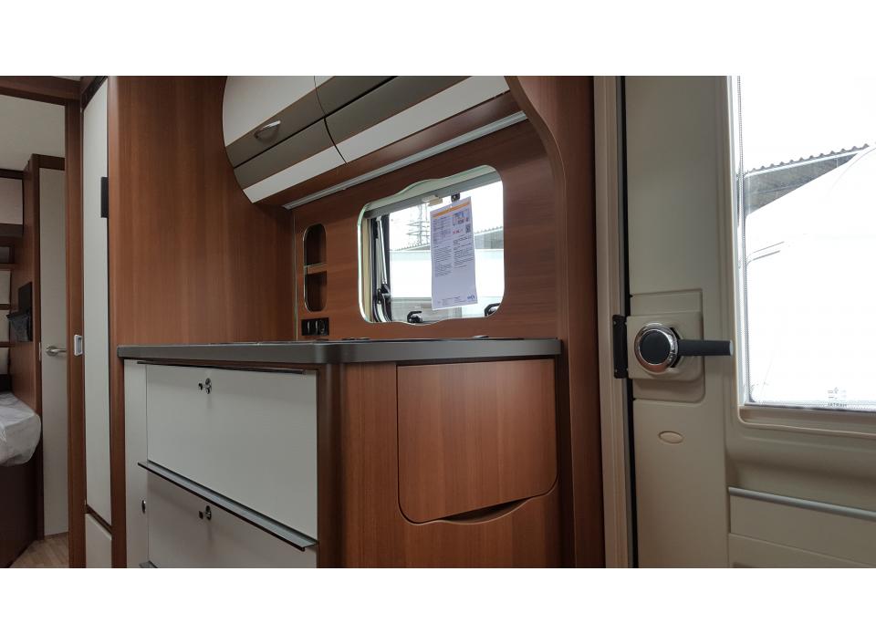 Wohnwagen Mit 3er Etagenbett Mieten : Lmc vivo 522 k als pickup camper in bremen bei caraworld.de