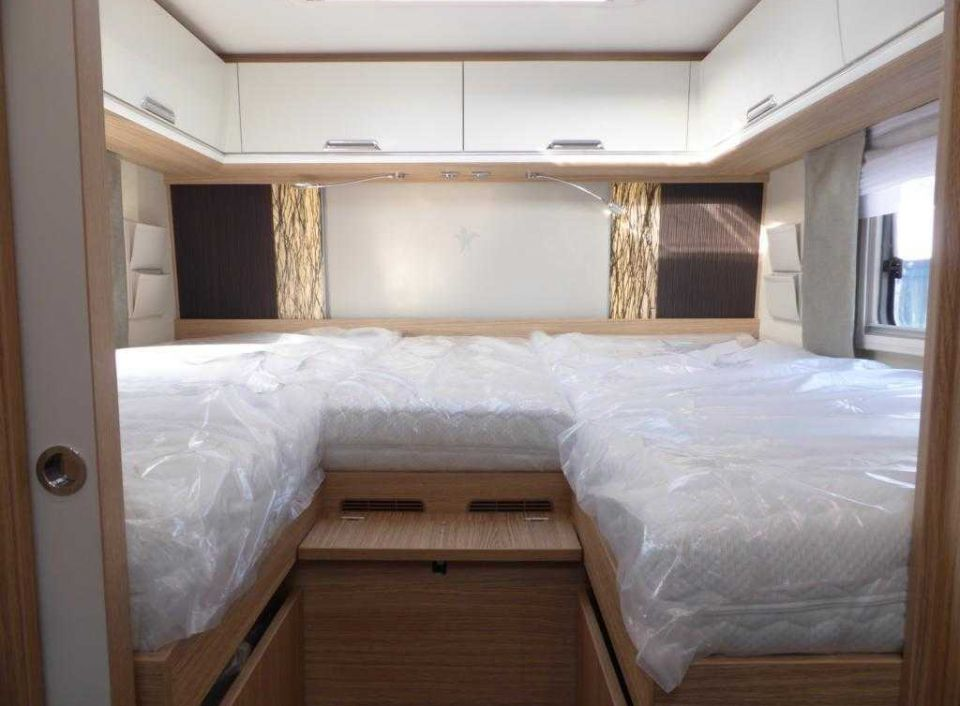 niesmann bischoff flair 920 lb als integrierter in. Black Bedroom Furniture Sets. Home Design Ideas
