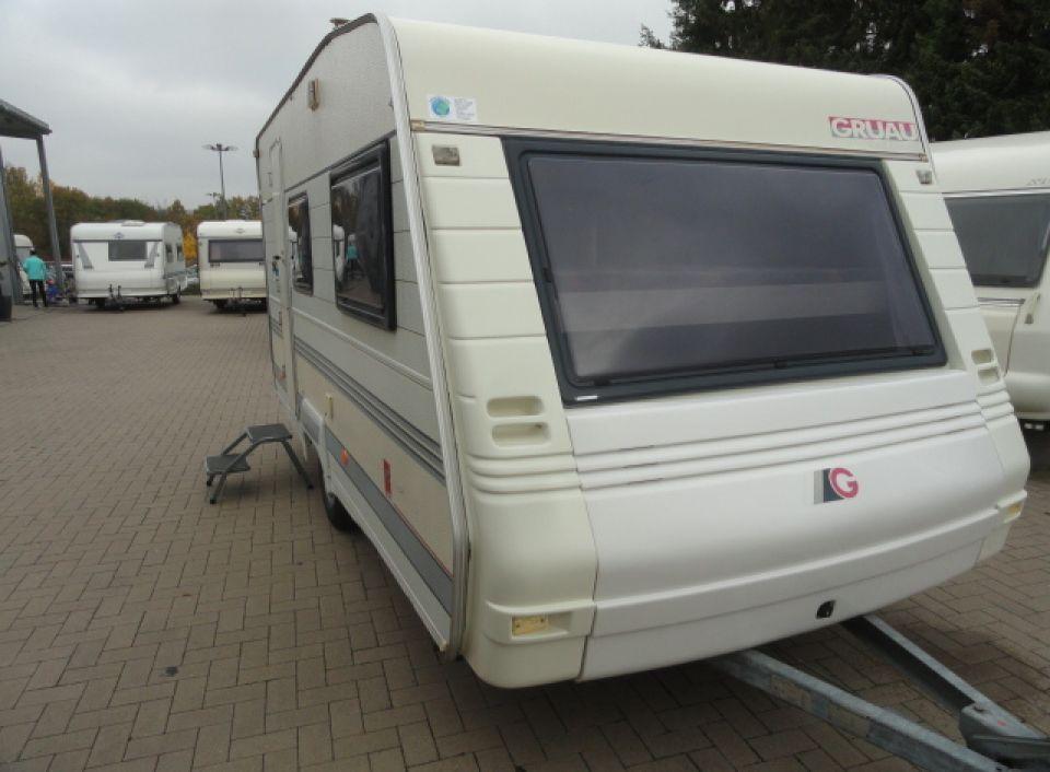 Wohnwagen Für 4 Personen Mit Etagenbett : Hobby classic light gruau floreal 42 ce als pickup camper in