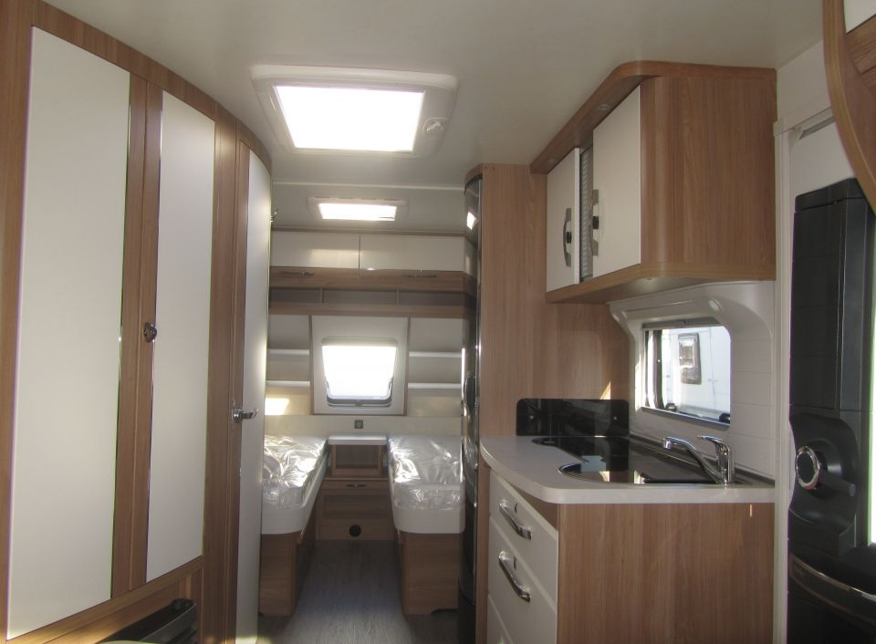 hobby de luxe 495 ul als pickup camper in fuldatal b. Black Bedroom Furniture Sets. Home Design Ideas