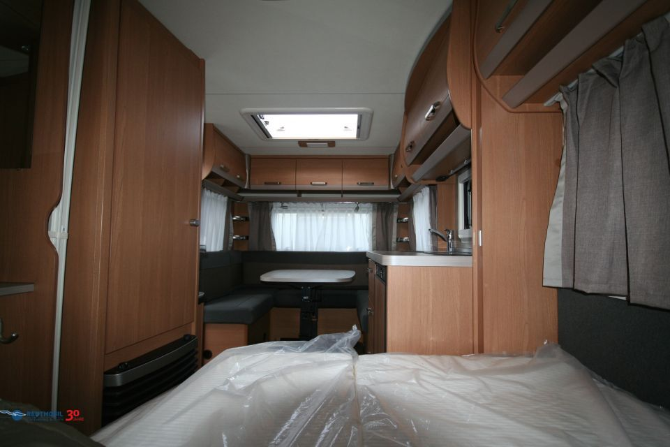 Knaus Sport 450 FU komfortable U-Sitzgruppe - Bild 8